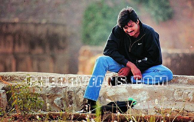 Badri Movie Images With Quotes: Pawan Kalyan, Renu Desai, Amisha Patel's BADRI Movie